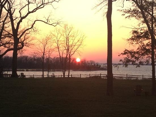 Great Oak Manor Inn: sunset view