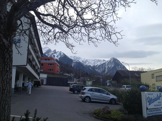 Triesen, Liechtenstein : Hotel and parking