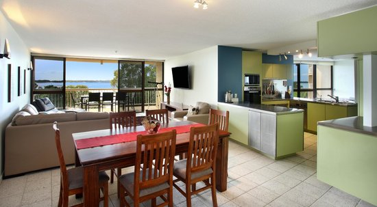 Gemini Resort: Three Bedroom living, dining and kitchen area