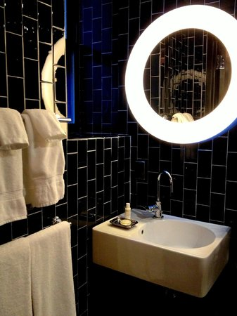 6 Columbus - A Thompson Hotel: Bathroom