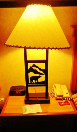 Red Lion Hotel Kalispell: Cool Montana themed lamp