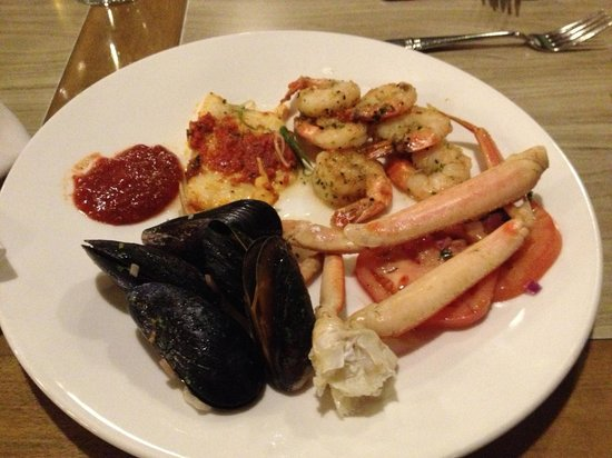 Banff Park Lodge Resort and Conference Centre: All you can eat seafood buffet