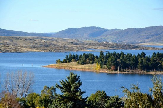 where is your favourite holiday location, would you live there?? Lake-jindabyne
