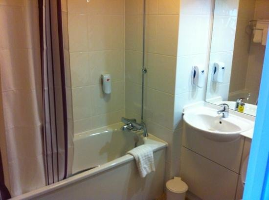 Premier Inn Belfast City Centre Alfred St: Very clean and fresh bathroom