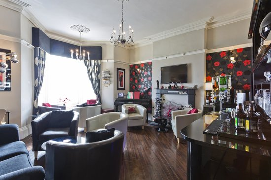 Lauriston Court Hotel: Georgie's Lounge Bar
