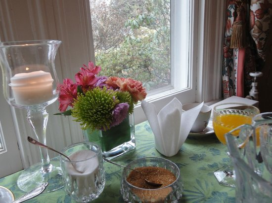 South Court Inn Bed and Breakfast: Saturday  Breakfast table