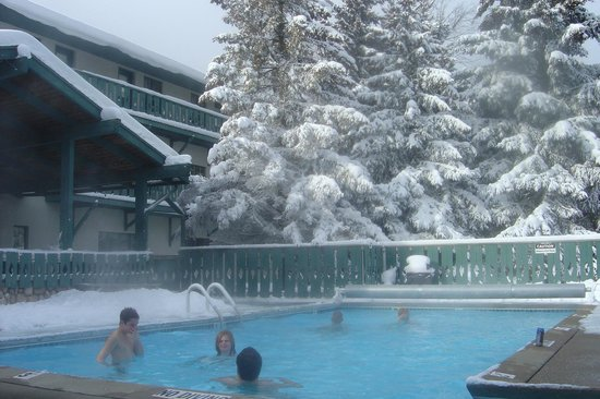 Cadillac, MI: Enjoy the outdoor pool and hot tub