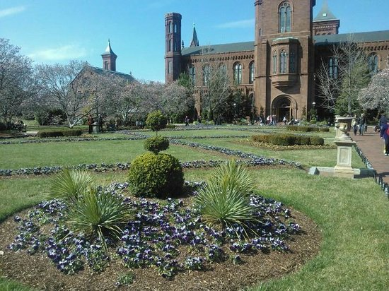 L'Enfant Plaza Hotel: Smithsonian castle