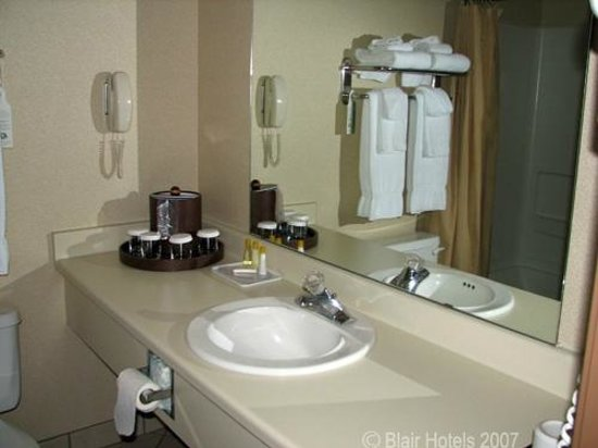 Comfort Inn Buffalo Bill Village: Guest Bathroom