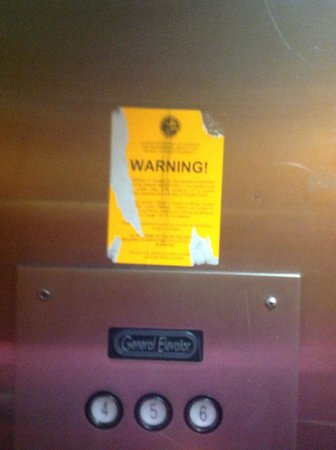 Lexington Inn & Suites: Elevator-safety first
