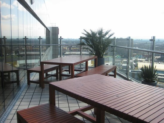 Staybridge Suites London-Stratford City: Terrace on the 12th Floor