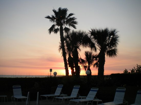 Gulf Beach Resort: Sunset