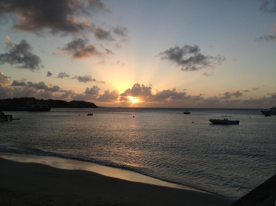 Charlestown, Canouan: Sunset at the tamarind