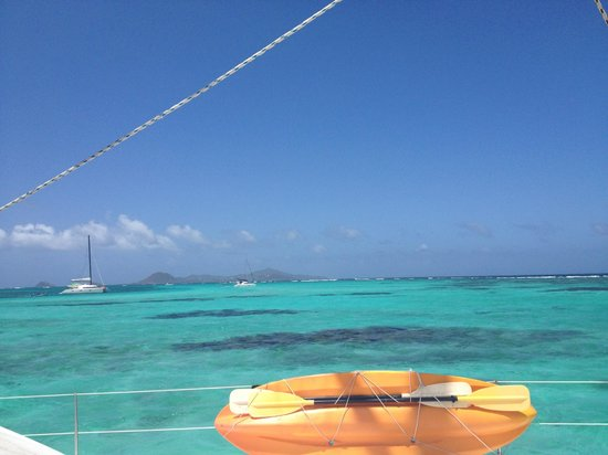 Charlestown, Canouan: Tobago Cays neon water
