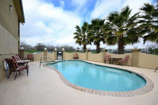 Hallettsville, Teksas: Swimming Pool and Hot Tub