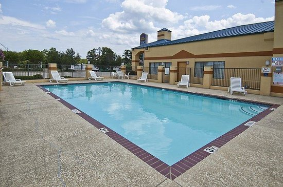 BEST WESTERN Inn of Carthage: Pool