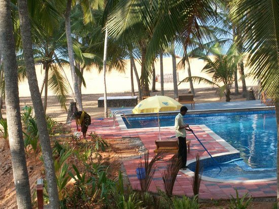 Palmleaves Beach Resort: the pool