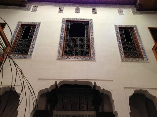 Dar Drissi: Looking up from the courtyard