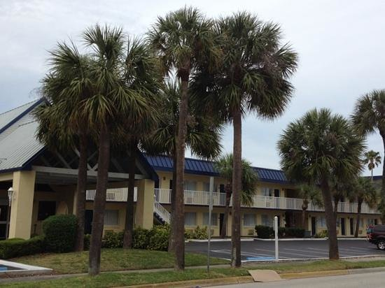 Days Inn Cocoa Beach: Front entrance