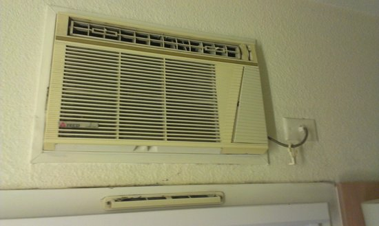 Ibis Budget St Peters: Antique aircon so noisy