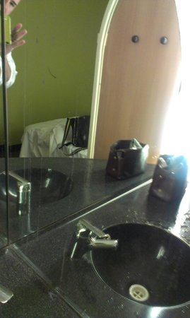 Ibis Budget St Peters: Stained and flaking room mirror