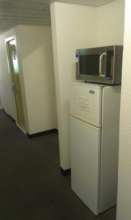 Ibis Budget St Peters: Microwave &amp; fridge in hall. Ding! Ding! Ding!