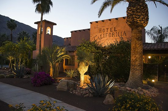 Hotel California: Hotel Entrance