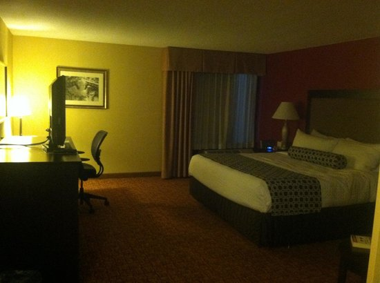 Crowne Plaza Tysons Corner: Handicap Accesible Room ... Oh yeah!