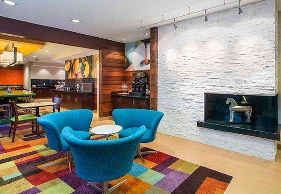 Fairfield Inn & Suites Oshkosh: Lobby