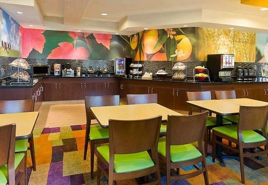 Fairfield Inn Lexington Keeneland Airport: Breakfast Buffet