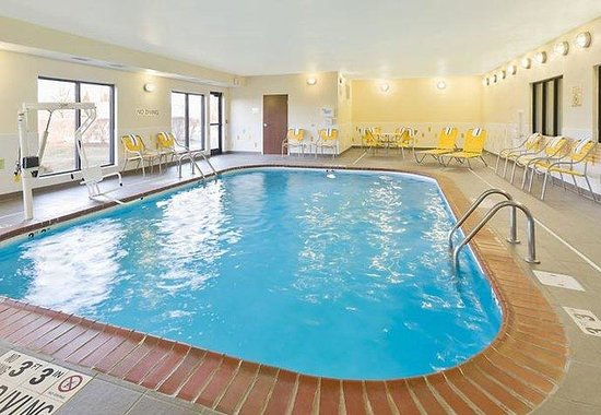 Fairfield Inn Lexington Keeneland Airport: Indoor Pool &amp; Spa