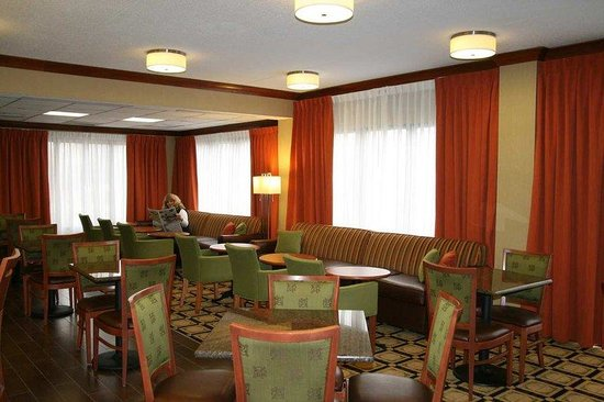 Hampton Inn St. Louis/Westport: Perfect Mix Lobby