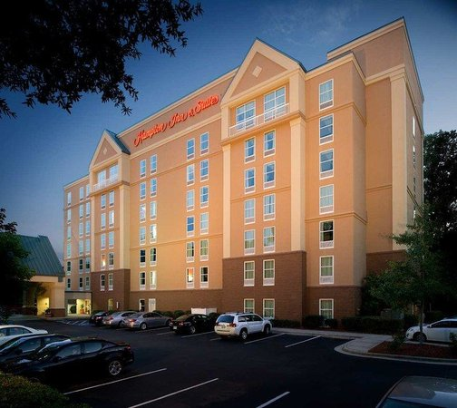 Hampton Inn and Suites Charlotte - Arrowood Rd. : Hotel Exterior