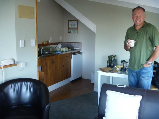 The Cottage Mews Motel Taupo: Top floor kitchette & lounge area