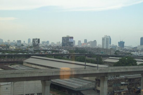 Eastin Hotel Makkasan: view from window - 11th floor, front side