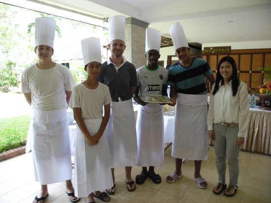 Rajapruek Samui Resort: Enjoying the Thai cooking course offered by the resort