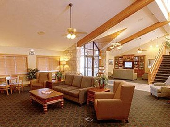 AmericInn Hotel &amp; Suites Mankato _ Conference Center: Front Lobby