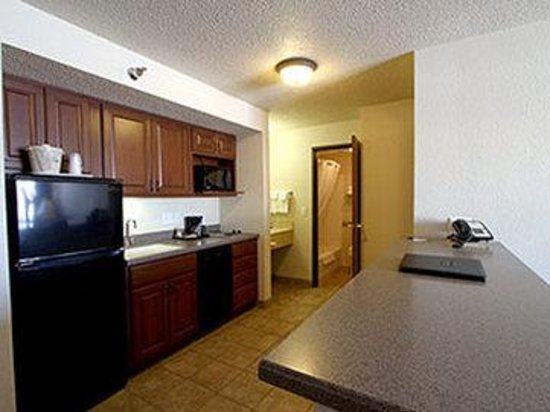 AmericInn Hotel &amp; Suites Mankato _ Conference Center: Extended Stay Kitchenette