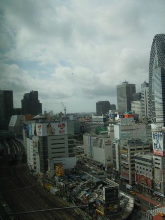 Shinjuku Prince Hotel: View from the room towards Shinjuku train station