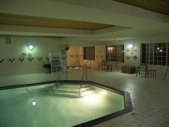 Country Inn &amp; Suites St. Cloud West: Pool