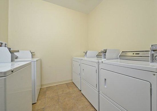 Comfort Inn Ellsworth: laundry facilities