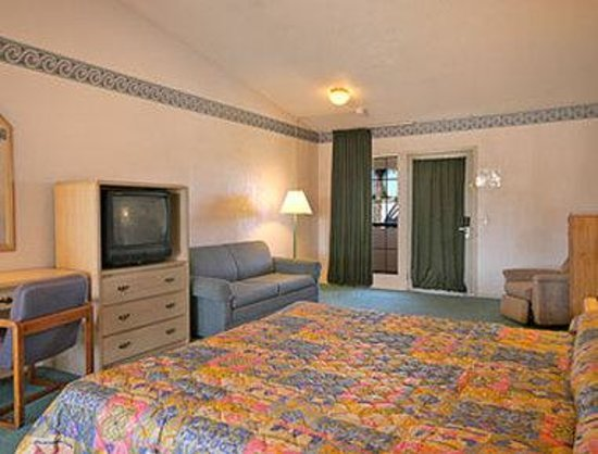 Days Inn Fresno North: Standard King Bed Room