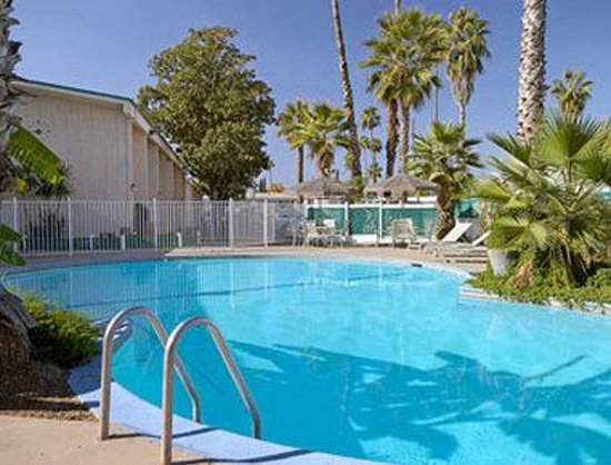 Days Inn Fresno North: Pool