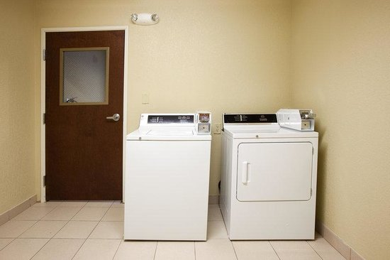 Holiday Inn Express Lonoke: Laundry Facility