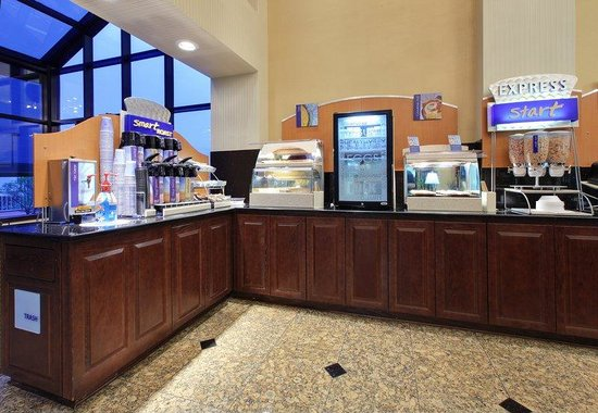 Holiday Inn Express Southaven: Breakfast Area