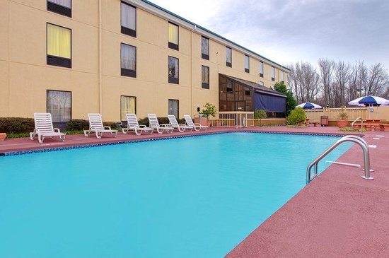 Holiday Inn Express Southaven: Swimming Pool