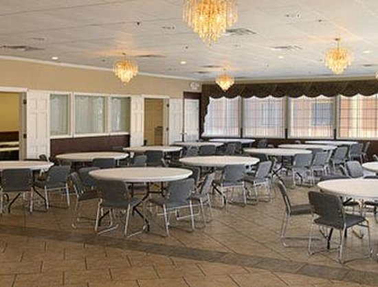 Super 8 Tulsa/East/Airport: Banquet Room