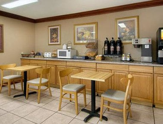 Super 8 Breaux Bridge: Breakfast Area