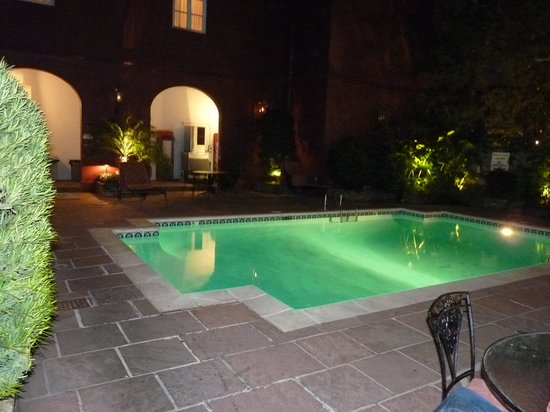 Le Richelieu in the French Quarter: la piscine  la nuit