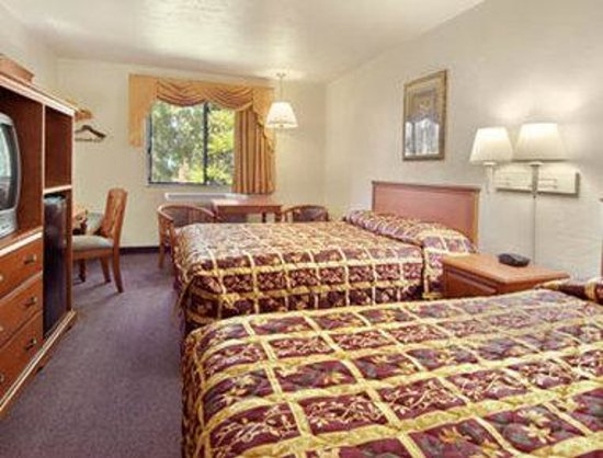 Super 8 Ashland: Standard Two Queen Bed Room